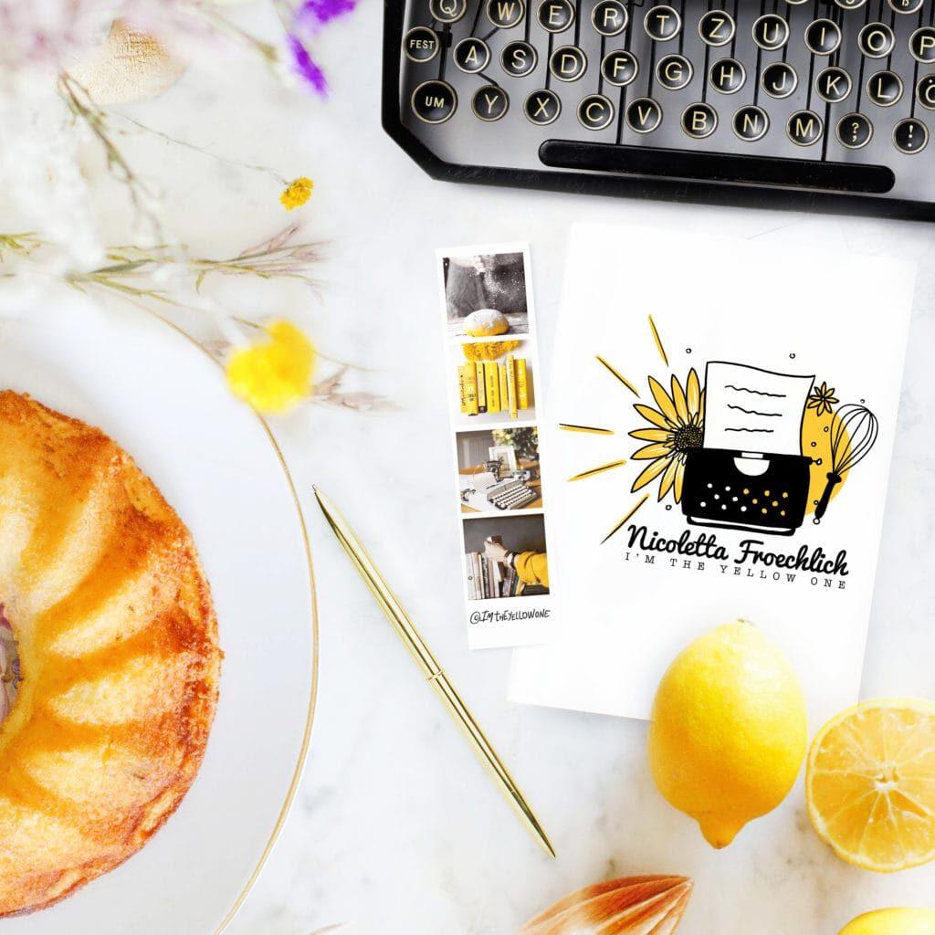 02-1-1024x1024-1-1024x1024 Un giallo girasole, una torta e una macchina da scrivere